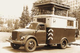Передвижные ремонтные башни для обслуживания городской контактной сети на шасси ГАЗ-51 с 1954 по 1970 г. изготавливал Сокольнический вагонный завод СВАРЗ.
