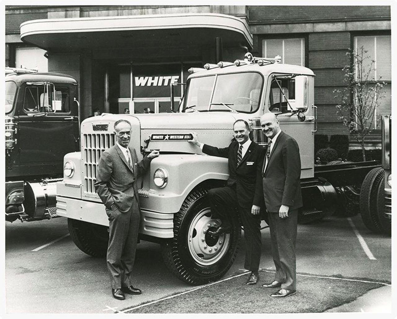 Отцы-основатели решили выпускать свежеиспеченные автомобили под маркой White-Western Star.jpg