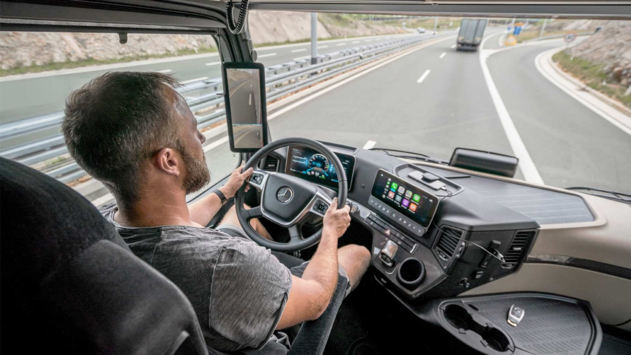 New-2019-Mercedes-Benz-Actros-Interior.jpg