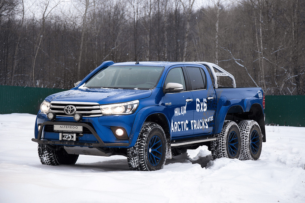 Toyota Hilux Arctic Trucks AT35 6X6 зимой