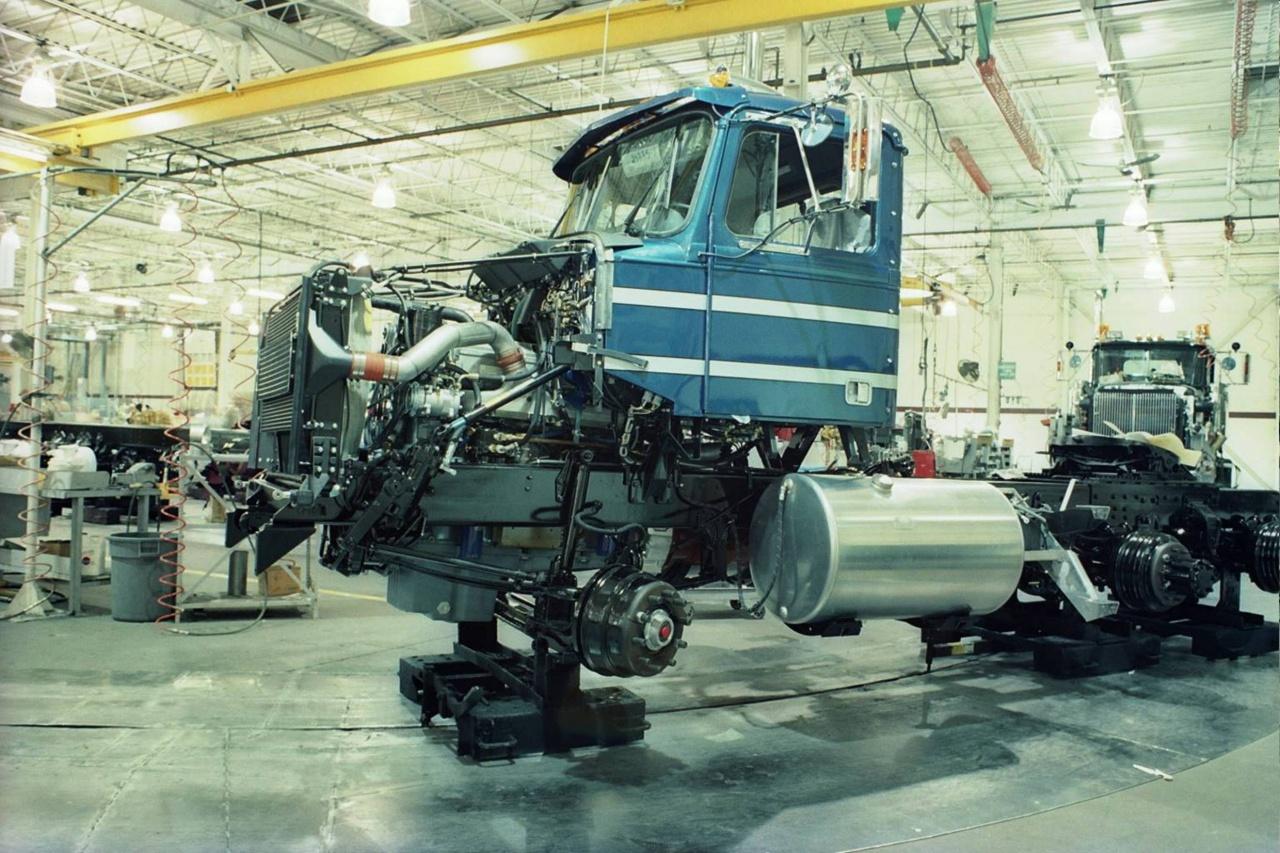 Сборочный конвейер на заводе Western Star в канадском Келоуне.jpg