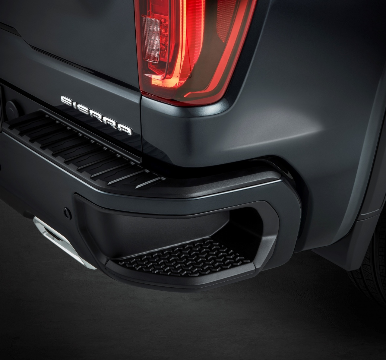 2019-gmc-sierra-duramax-diesel-edges-out-ford-f-150-powerstroke-v6-diesel_11.jpg