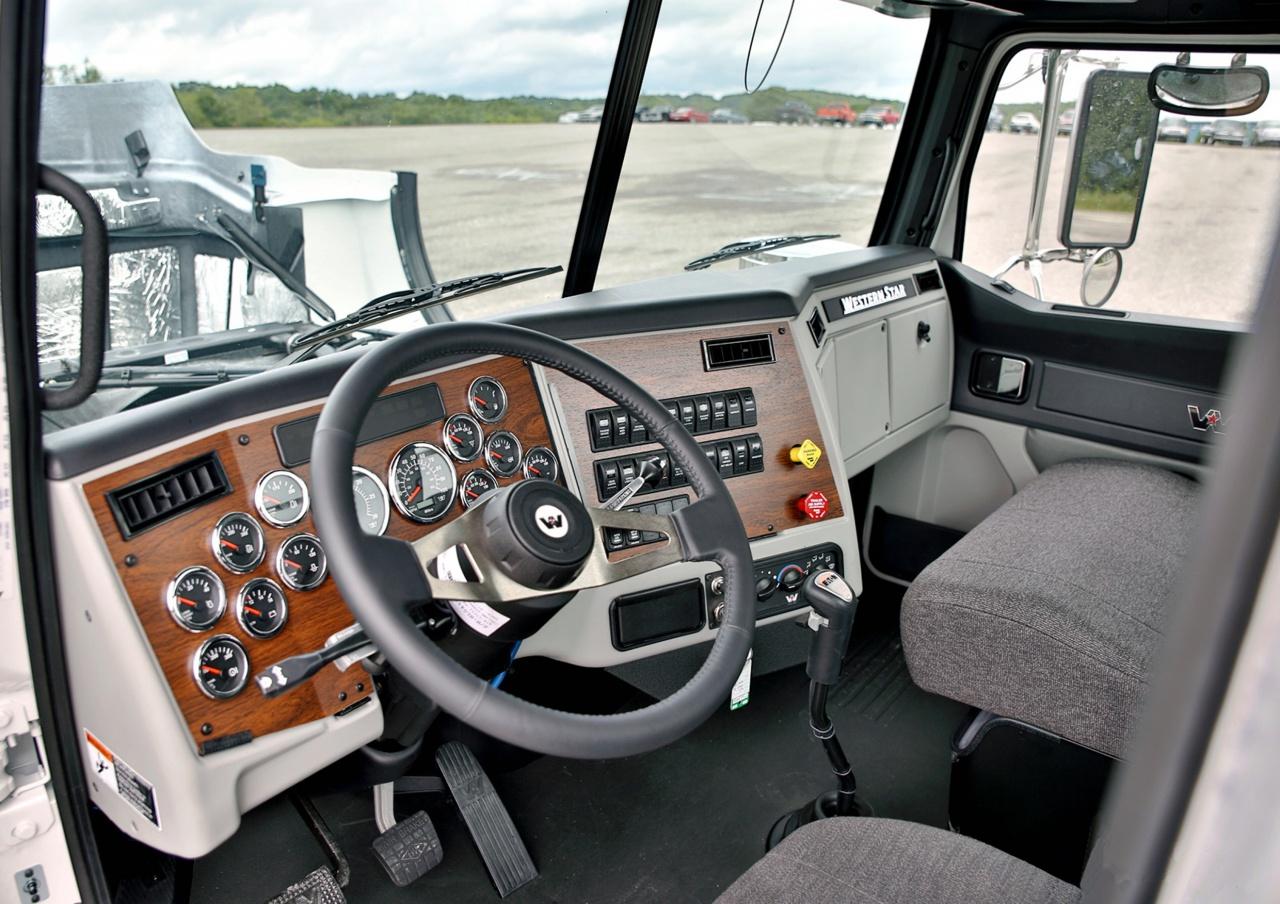 В 2011 году интерьеры кабин грузовиков всех семейств Western Star осовременили.jpg