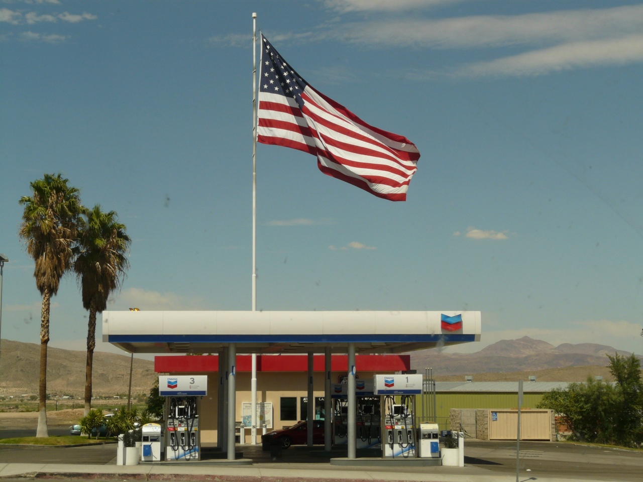 music-cloud-sky-building-advertising-flag-usa-america-american-flag-business-petrol-petrol-stations-refuel-filling-station-corporate-headquarters-1360503.jpg